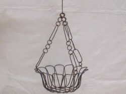 BAS-104 HANGING TULIP CHAIN BASKET
