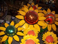 DEC-022 MED SUNFLOWER PLANT STAND WITH 10 INCH GAZING BALL