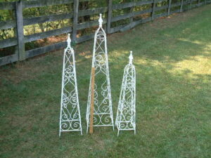 TOP-025 3PC GOTHIC TOPIARY SET